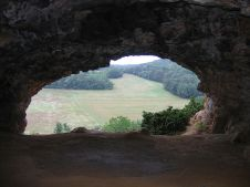 800px-St_moré_cave (1)