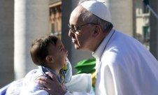 Pope Francis blesses baby before his inaugural mass