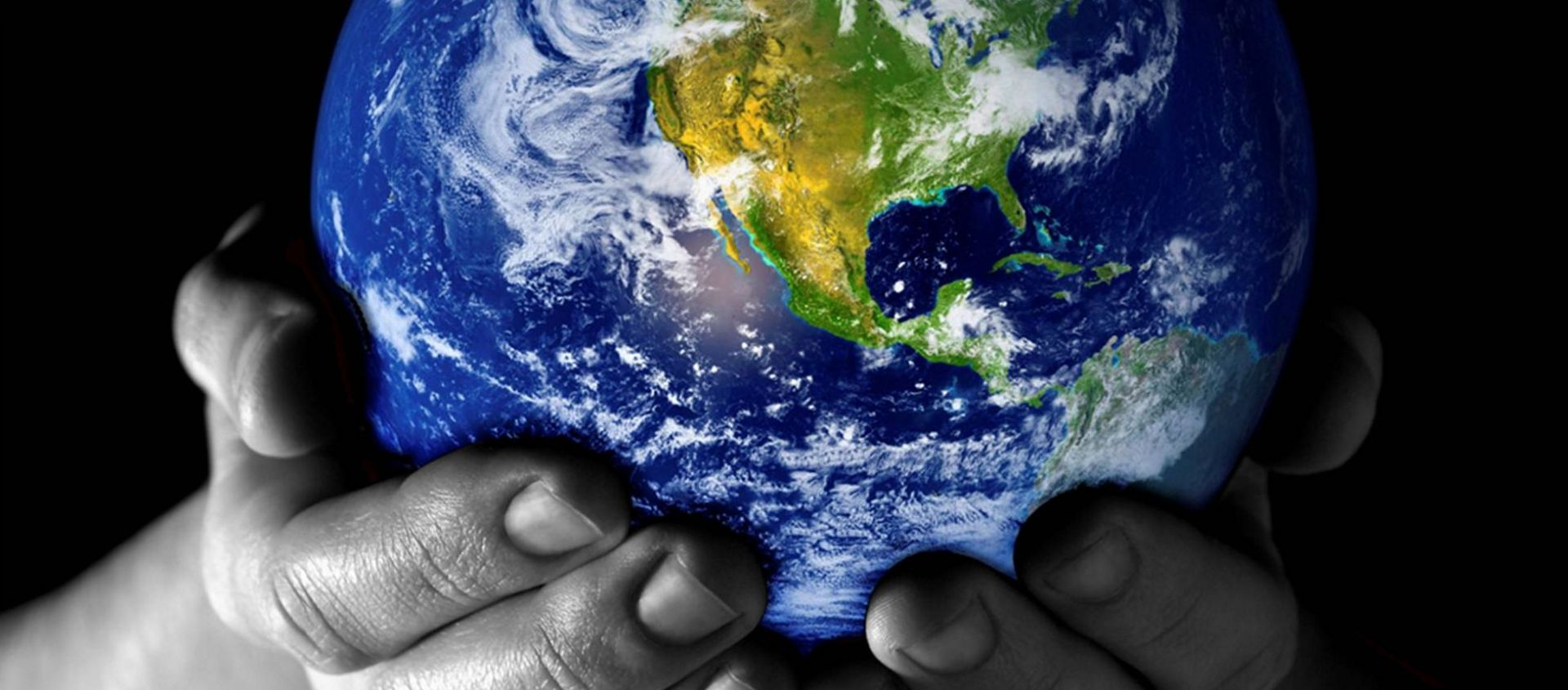 world-in-black-and-white-hands-1-var1