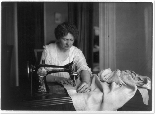 woman-sewing-with-a-singer-sewing-machine
