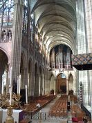 220px-St_denis_nave