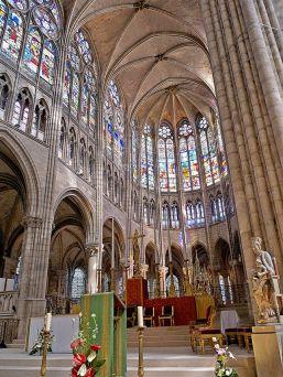640px-Coeur_de_la_Basilique_de_Saint-Senis