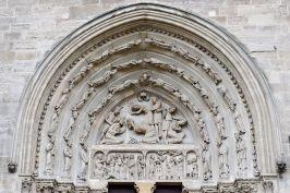 800px-Basilique_Saint-Denis_portail_nord_tympan_archivolte