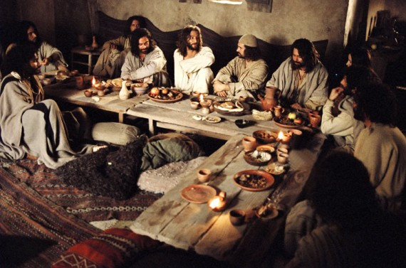 jesus-praying-last-supper-570x377